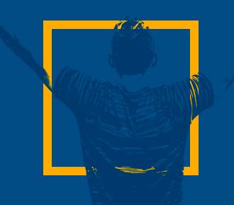 Imagem de um menino de braços abertos, em sinal de comemoração, vitória. Representa o alcance na excelência em vendas de serviços de impressão.