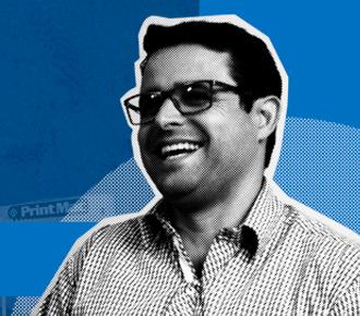 Imagem de Sergio Biassoli sorrindo, ao fundo a fachada da empresa PrintMac. A imagem representa o case de sucesso da PrintMac junto a PrintWayy.