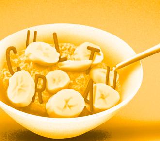 Tigela com banana com aveia e as letras da palavra fit cultural.